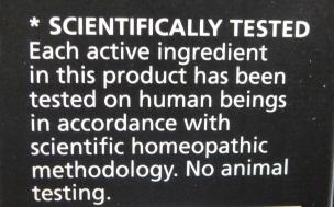 Napis, który można używać na nagrobkach ofiar homeopatii: NAUKOWO SPRAWDZONE: Każdy składnik w tym produkcie był sprawdzony na ludziach zgodnie z naukową homeopatyczną metodologią. Żadnych doświadczeń na zwierzętach.