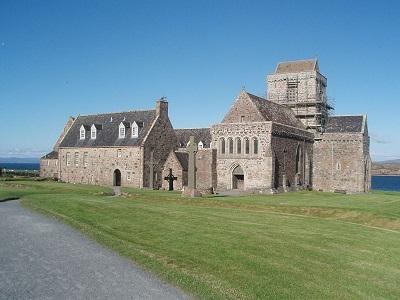 Opactwo społeczności Iona na wyspie Iona w Szkocji. (Zdjęcie: Akela NDE/Wikimedia Commons)