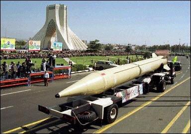 Irańska rakieta Shahab 3 o zasięgu ponad 1200 kilometrów.