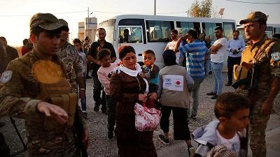 Syryjscy uchodźcy w obozie przejściowym w pobliżu Mosulu<br />(Photo: AP)