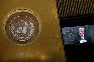 Być może pora powiedzieć głośno, że w ONZ jest rasizm, który ONZ nie tylko reprezentuje, ale także utrwala. Być może pora, by wszystkie kraje, a szczególnie Stany Zjednoczone, które płacą tak dużą część rachunku za finansowanie ONZ, wreszcie płaciły tylko za to, czego chcą i otrzymywały to, za co płacą. (Zdjęcie: Drew Angerer/Getty Images)