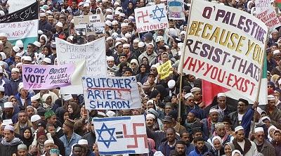 <span>Zwolennicy Palestyny maszerują w Cape Town w Południowej Afryce 21 sierpnia 2001 | Archiwum: Reuters</span>