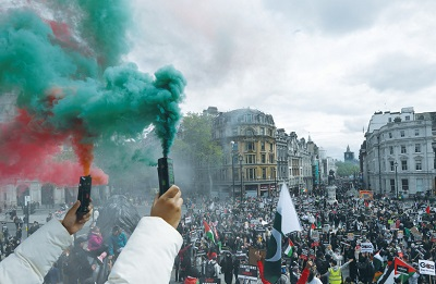 Wiec propalestyńskich demonstrantów w Londynie 22 maja.(zdęcie: TOBY MELVILLE/REUTERS)