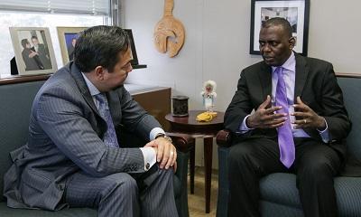 Biram Dah Abeid (po prawej) spotyka się z ambasadorem Keithem Harperem, Stałym Przedstawicielem USA przy Radzie Praw Człowieka, 23 listopada 2016 r.(Zdjęcie: US Mission Geneva)
