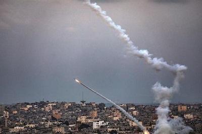 Rakiety wystrzelone z Gazy. (Zdjęcie EPA)