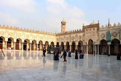 W 2015 r. Uniwersytet Al Azhar w Kairze w Egipcie – prestiżowa instytucja, która kształci uczonych islamskich głównego nurtu – odmówił potępienia ISIS jako nie-islamskiego. (Zdjęcie: Sailko/Wikimedia Commons)