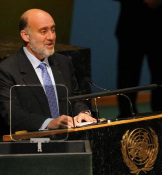 """25 listopada ambasador Izraela przy ONZ, zwracając się do Zgromadzenia Ogólnego powiedział: """"Do narodów, które nadal pozwalają uprzedzeniom przeważać nad prawdą, mówię J'accuse. Oskarżam was o hipokryzję. Oskarżam was o obłudę. Oskarżam was o nadawanie prawomocności tym, którzy chcą zniszczyć nasze państwo."""" (Jeśli ktokolwiek zauważy omówienie lub fragmenty tego wystąpienia w którejś z polskich gazet, będziemy wdzięczni za informację – redakcja """"Listów"""".)"""