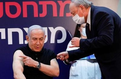 Europa jest oburzona. Dlaczego Izrael nie zaszczepił najpierw prezydenta Abbasa? Pierwszym zaszczepionym Izraelczykiem (19 grudnia 2020) był premier Netanjahu. Milionowym był Muhammad Abd al-Wahhab Jabarin w dniu 1 stycznia 2021.