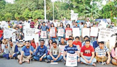 Studenci domagający się wyjaśnienia okoliczności śmierci Romela Chakmy w Dhakce.