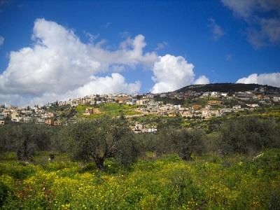 """<span>Maghar, miasto w północnym Izraelu zamieszkałe przez Druzów, muzułmanów i chrześcijańskich Arabów.By מרכז להב""""ה מגאר Pikiwiki Israel,</span><span>CC BY 2.5</span><span>,</span><span>Link</span>"""