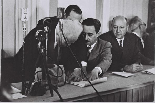 Ben Gurion podpisuje Deklarację Niepodległości