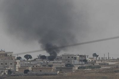 Jeśli Kurdowie nie mogą pilnować pojmanych członków ISIS, to kto to zrobi? (Zdjęcie: Burak Kara/Getty Images)