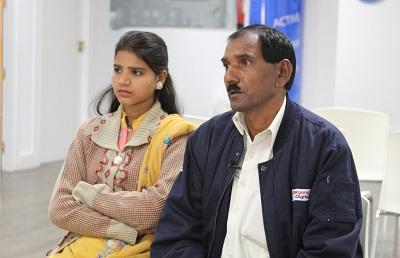 Na zdjęciu: Ashiq Masih, mąż Asii Bibi, razem z ich córką, Eisham Ashiq, w kampanii o uwolnienie Asii w 2015 r. (Zdjęcie: HazteOir/Flickr)