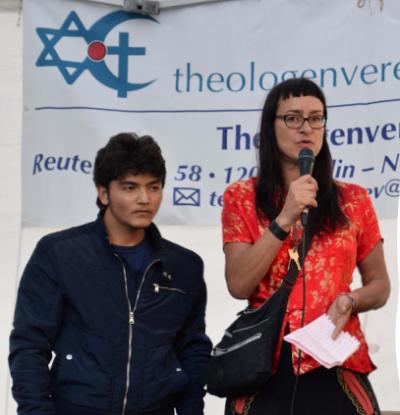 <span>Przewodnicząca AG F+M Rebecca Sommer w czasie muzułmańskiego święta ofiarowania w Neukoeln w Berlinie</span>