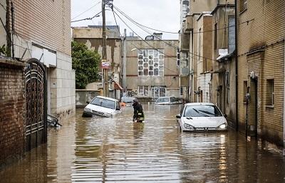 Pierwszy tydzień niedawnych powodzi w Iranie, z chaosem i zamieszaniem, pokazał, że mimo przechwałek jego dowódców Korpus Strażników Rewolucji Islamskiej (IRGC) nie był w stanie zorganizować wiarygodnej operacji ratowniczej. Na zdjęciu: Powódź w Sziraz w Iranie 25 marca 2019. (Zdjęcie: Fars News/Wikimedia Commons)