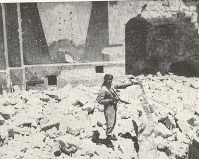 Ruiny jednej z kilkudziesięciu synagog wysadzonych w powietrze przez Legin Arabski po zdobyciu Jerozolimy wschodniej w 1948 roku.
