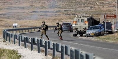 Izraelscy żołnierze biegną w pobliżu sceny incydentu w Ramallah, 29 maja, 2020. Zdjęcie: REUTERS/Mohamad Torokman.