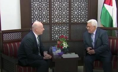Prezydent Autonomii Palestyńskiej, Mahmoud Abbas (po prawej) spotyka wysłannika US, Jasona Greenblatta (po lewej) w Ramallah 14 marca 2017. (Zrzut z ekranu NTDTV)