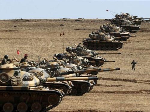 Tureckie czołgi na granicy z Syrią w pobliżu Kobane.