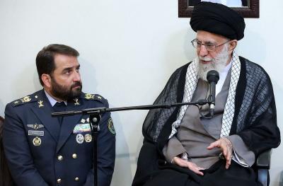 Od założenia reżimu islamskiego społeczność bahajów podlegała systematycznemu prześladowaniu społecznemu, ekonomicznemu, religijnemu i politycznemu. Zdjęcie: Najwyższy przywódca Iranu, ajatollah Ali Chamenei. (Zdjęcie: Khamenei.ir via Wikimedia Commons)