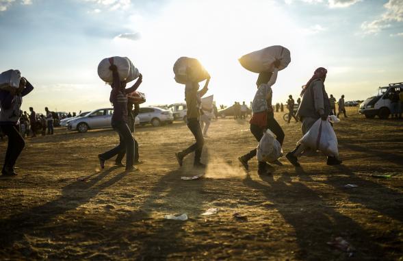 Kurdyjscy uchodźcy Syrii na granicy z Turcją.