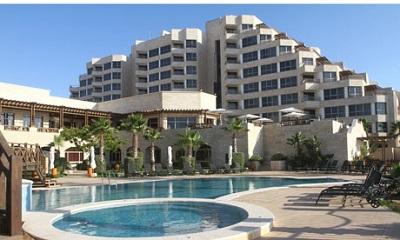 Hotel Al-Mashtal. Jeden z tych hoteli w Gazie, w których zatrzymują się zachodni dziennikarze przesyłający zdjęcia ruin i slumsów.