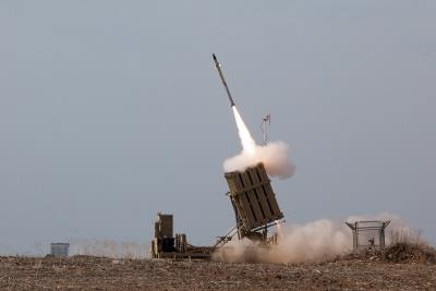 W ostatnich akcjach obronnych Izrael zdołał imponująco wysoki odsetek rakiet z Gazy, przechwycić przez Żelazną Kopułę. Niemniej byłoby błędem ekstrapolować z takiego stosunkowo ograniczonego sukcesu do znacznie bardziej skomplikowanych zagrożeń strategicznego niebezpieczeństwa Iranu. (Zdjęcie: IDF)