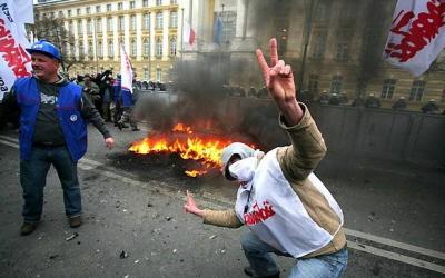 Tradycja palenia kukieł w związanym z prezesem Kaczyńskim nurcie politycznym pozostała silna. Na zdjęciu palenie kukły Donalda Tuska (ówczesnego premiera) 29 sierpnia 2008 roku.