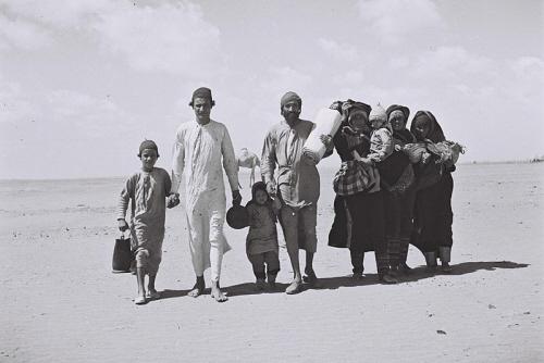 W 1948 r. w krajach arabskich mieszkało ok. miliona Żydów. Już ich tam nie ma.<br /> Dzisiaj stanowią większość ludności Izraela. <br /> Na zdjęciu uchodźcy żydowscy z Jemenu w 1949 roku