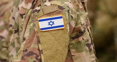 Izraelski mundur z przyszytą izraelswką flagą.
