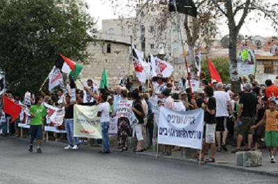 Demonstracja przeciwko potencjalnej eksmisji lokatorów odmawiających płacenia czynszu w dzielnicy Szejk Dżarrah w 2010 roku.