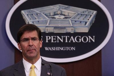 """Sekretarz obrony USA, Mark Esper, powiedział 28 sierpnia, że USA """"nie szukają konfliktu z Iranem"""". Podczas konferencji prasowej w Pentagonie Esper powtórzył wezwanie Trumpa do dyplomatycznych rozmów z Iranem. (Zdjęcie: Alex Wong/Getty Images)"""
