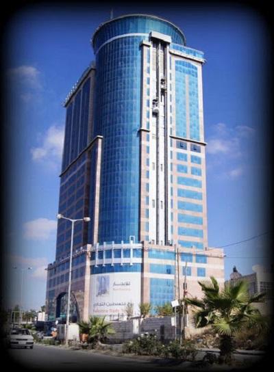 Plaza Hotel w Ramallah. Z górnych pięter dobrze widać nędzę w jakiej żyją mieszkańcy Palestyny.
