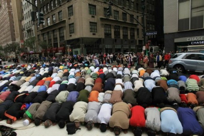 Muzułmanie modlący się w Nowym Jorku