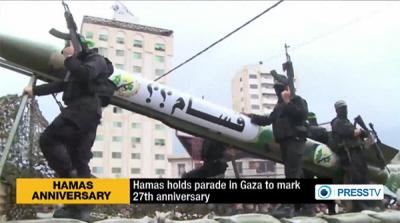 Tysiące uzbrojonych żołnierzy Hamasu pokazywało swoją broń na paradzie 14 grudnia 2014 r. w Gazie, w ramach obchodów 27 rocznicy założenia tej organizacji. (Zdjęcie: PressTV, zrzut z ekranu)