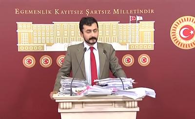 Eren Erdem na konferencji prasowej w czerwcu 2016 r. (Zrzut z ekranu)