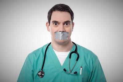 Kiedy liczba infekcji koronawirusem nadal rośnie, władze uciszają medycznych ekspertów, którzy wzywają ludzi do większe ostrożności i którzy krytykują rząd za nieudolność w sprawie pandemii. (Zdjęcie: iStock)