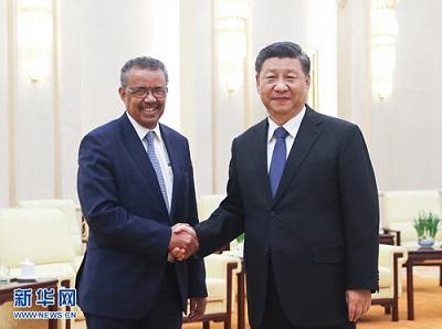 Tedros Adhanom Ghebreyesus z prezydentem Xi Jinpingiem, 28 stycznie 2020, który zapewnił przewodniczącego WHO, że Chiny wygrywają bitwę z nowym koronawirusem.
