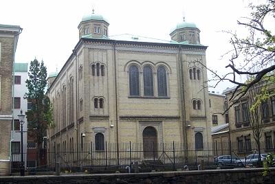 <span>Synagoga w Göteborgu w Szwecji, która została obrzucona bombami zapalającymi 9 grudnia 2017 r. (Zdjęcie: Lintoncat/Wikimedia Commons)</span>
