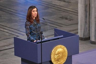 """Nadia Murad, jazydzka działaczka praw człowieka i laureatka Pokojowej Nagrody Nobla, która była jedną z tysięcy jazydzkich kobiet wziętych do niewoli przez ISIS i była trzymana jako niewolnica do czasu, kiedy udało jej się uciec, napisała niedawno: """"Najbardziej boję się tego, że jeśli świat nadal nie będzie działał, moja społeczność – społeczność Jazydów – przestanie istnieć"""". (Zdjęcie: Erik Valestrand/Getty Images)"""