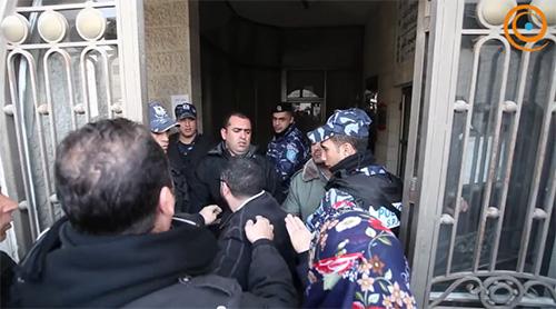 Protestujący Palestyńczycy próbują wedrzeć się na konferencję \