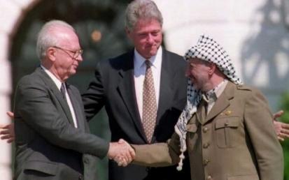 Za uśmiechem: Arafat wolał płynącą bez końca rzekę pieniędzy.
