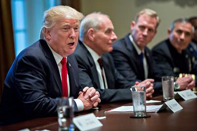 Donald Trump przemawia na spotkaniu z dowództwem wojskowym w październiku 2017 roku. Getty Images