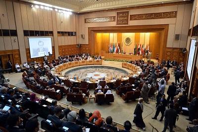 Kilka palestyńskich frakcji wezwało palestyńskie kierownictwo, by wycofało się z Ligi Arabskiej w proteście przeciwko odmowie krajów arabskich potępienia normalizacji stosunków z Izraelem. Nieco wcześniej ministrowie spraw zagranicznych Ligi Arabskiej odmówili poparcia palestyńskiej propozycji rezolucji potępiającej ZEA za decyzję zawarcia pokoju z Izraelem, Na zdjęciu: Arabscy ministrowie spraw zagranicznych na spotkaniu Ligi Arabskiej w Kairze w Egipcie 4 marca 2020. (Zdjęcie: Daily News, Egipt)