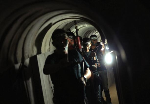 Palestyńscy uczniowie ćwiczą w terrorystycznych tunelach, do których wejście jest często bezpośrednio pod ich szkołami. (Zdjęcie:REUTERS)