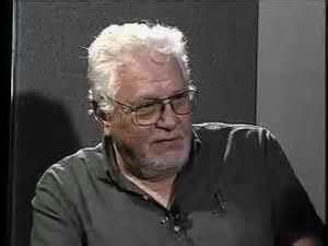"""Zmarły w sierpniu 2014 roku Victor J. Stenger,amerykańskiastrofizyk, zdeklarowanyateista,filozofzajmujący się tematyką popularnego sceptycyzmu religijnego. Jego artykuły były często publikowane na łamach dawnego """"Racjonalisty""""."""