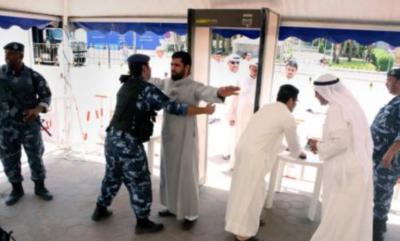 Kontrola przed wejściem do meczetu w Mekce.