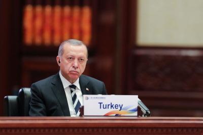 """<br />W styczniu rząd prezydenta Recepa Tayyipa Erdogana wydał dekret stanowiący, że funkcjonariusze organów bezpieczeństwa mogą stracić pracę, jeśli żenią się z """"osobą, o której wiadomo, że jest nieczysta"""". (Zdjęcie: Lintao Zhang/Pool/Getty Images)<br />"""