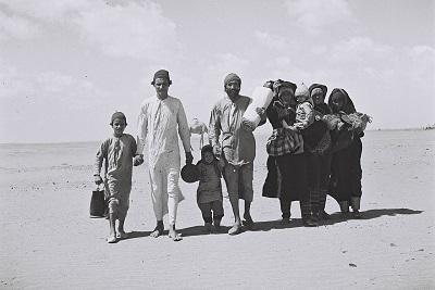 Żydowscy uchodźcy z Jemenu w drodze do Izraele przez port Aden.(Zdjęcie: National Archives )