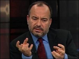 """Osoby bliskie Erdoganowi wzywają do aresztowania redaktora naczelnego """"Hurriyet"""", Sedata Ergina."""